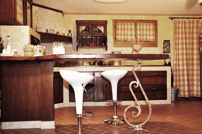 Arte del legno landi muratura country cucine realizzazioni - Cucina country in muratura ...