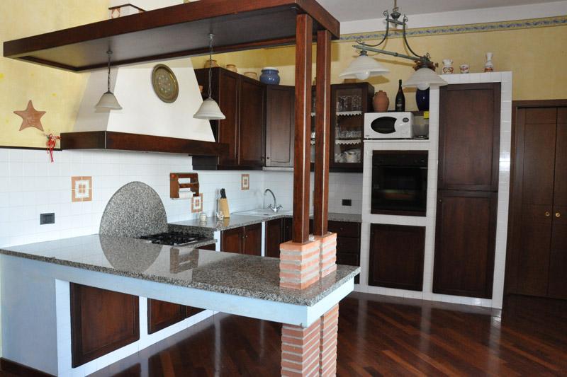 Arte del legno landi muratura rustica cucine realizzazioni - Cucine in muratura rustica ...